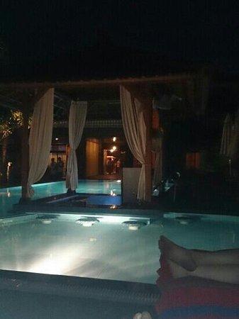 Wina Holiday Villa Hotel: back pool by night