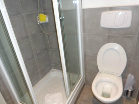 Hotel Adriano : Banheiro