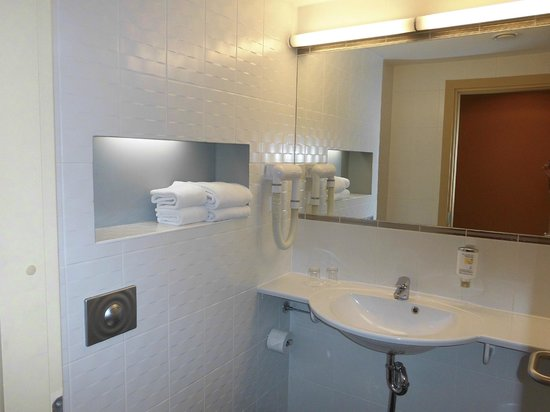Albert Hotel: baño hab. 613