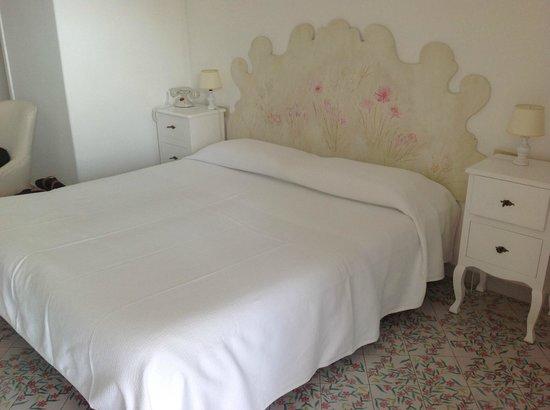 Villa Rosa: the bed