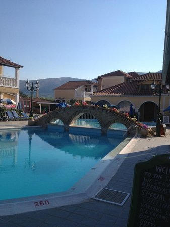 Elpida Hotel: lovely big safe pool with separate childrens pool