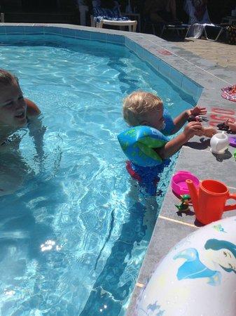 Elpida Hotel: baby pool!
