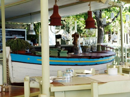 Scuna Restaurant: Τραπέζι-βάρκα!!
