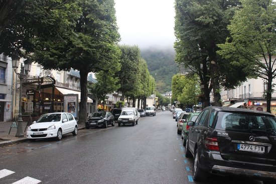 Alti Hotel: main street of Luchon
