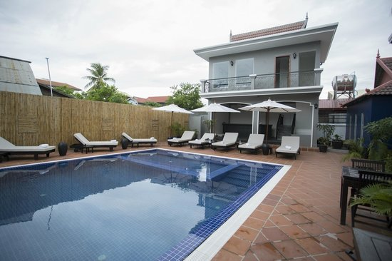 The Villa Siem Reap : Poolside view