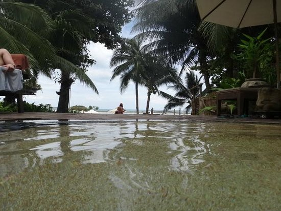 Muang Samui Spa Resort : looking out to the beach