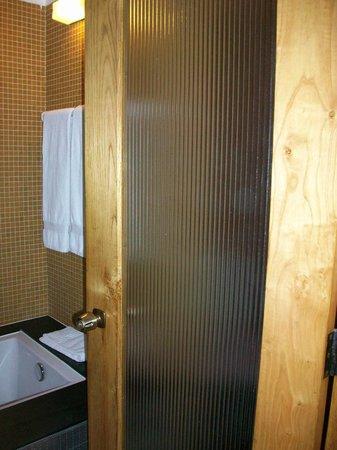 Hotel Parque do Rio: sehr enges Bad mit inkludiertem WC