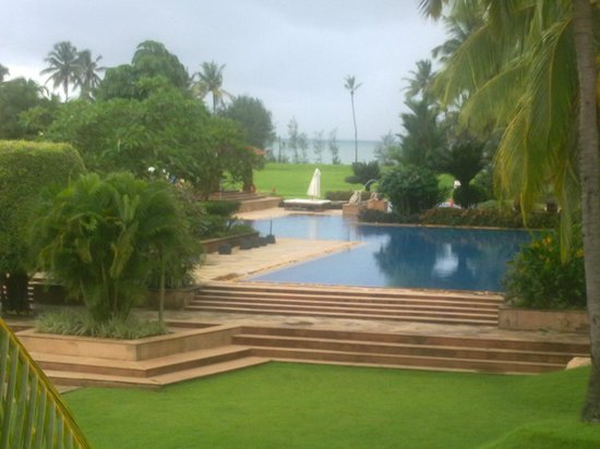 Kenilworth Resort & Spa: view of the pool and the sea