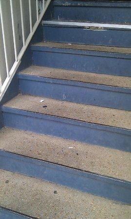 Days Inn Natchez: escalier rempli de détritus