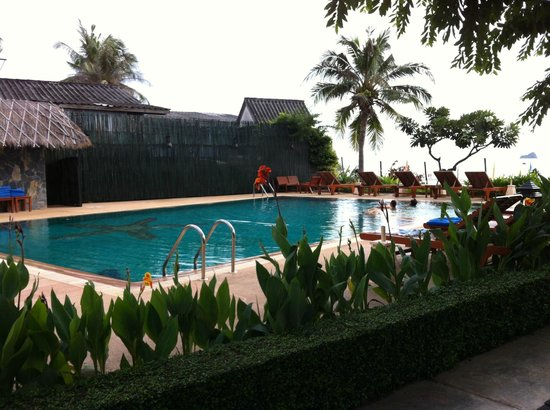 Kao Tao Villa Beach Resort: basic pool, clean though