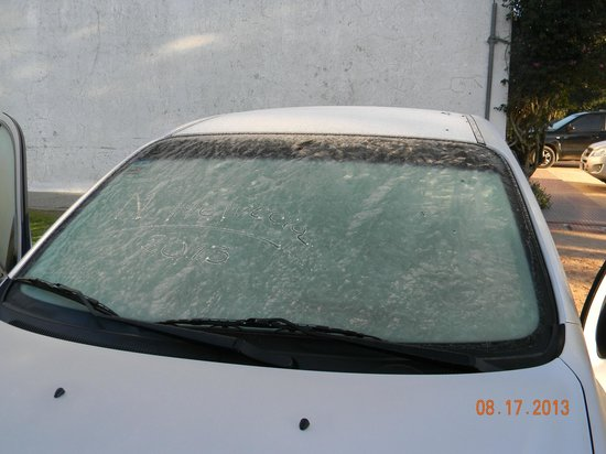 Granja Hotel Suizo : Auto con hielo...¡qué frío!