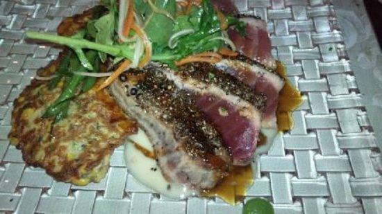 Rossmount Inn Restaurant: Yellow Fin Tuna