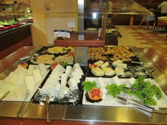 IBEROSTAR Sunny Beach Resort: diffrent types of good quality cheese