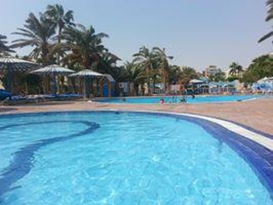 Triton Empire Hotel: Swimming pools