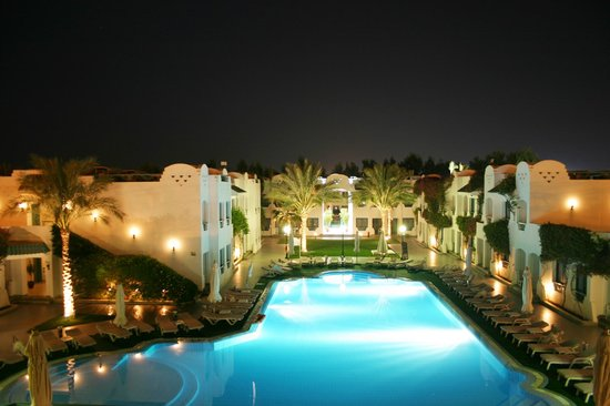 Falcon Hills Hotel: Over looking at Night