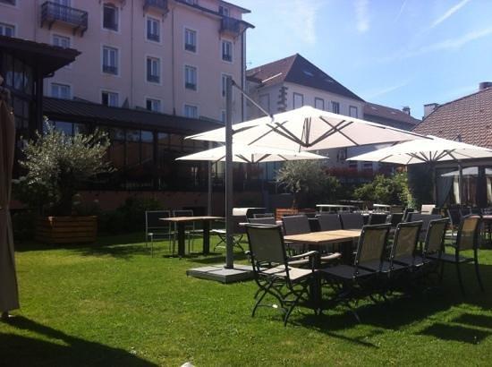 Grand Hotel & SPA de Gerardmer: vue sur le jardin !