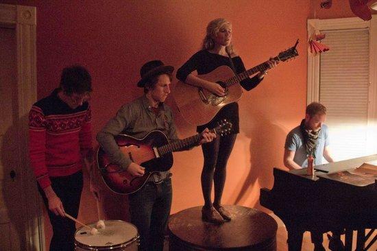 Billsville House Concerts: Caroline Smith