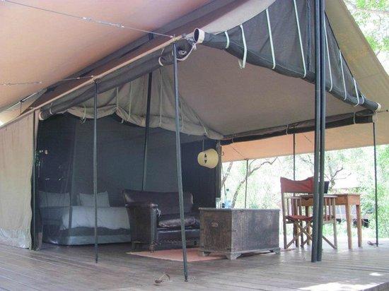 Honeyguide Khoka Moya & Mantobeni Camps: Deck / tent