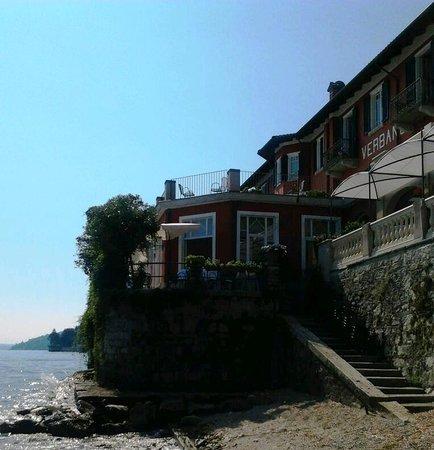 Albergo Ristorante Verbano : hôtel vue du bord du lac