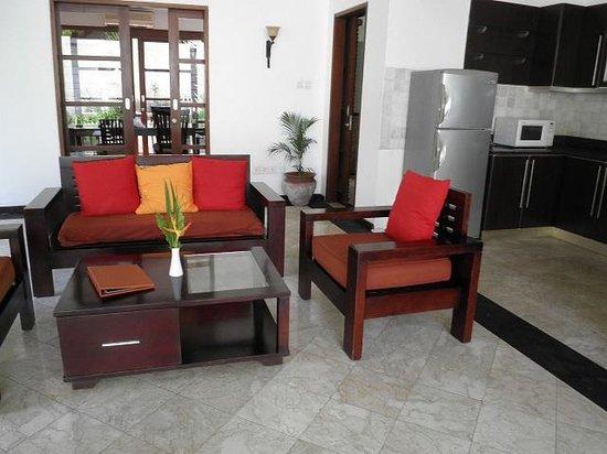 Dampati Villas: リビング