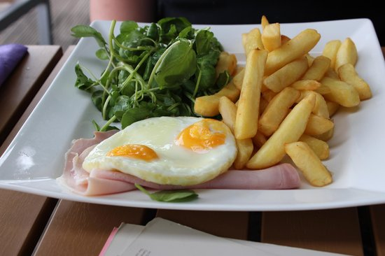 The Old Boathouse: Ham and chips