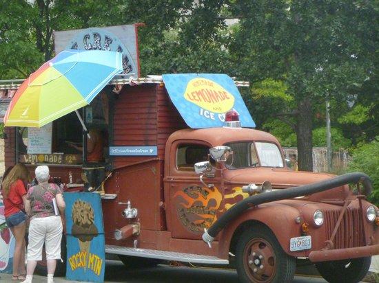 City Garden: Fun concession stand