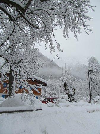 Chalet les frenes depois de uma noite nevando