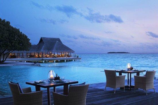 Emboodhu Finolhu: Poolside Restaurant