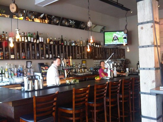 Fast Food Francais: View of bar