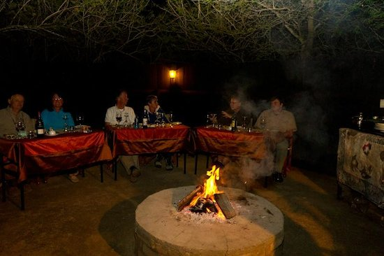 Needles Lodge : Dîner dans le boma