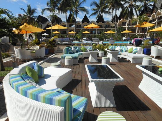 Royal Beach Hotel: Plage du lounge bar