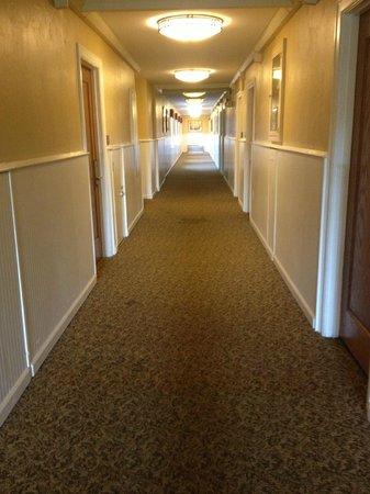 Cumberland Falls State Resort - Dupont Lodge: Hallway