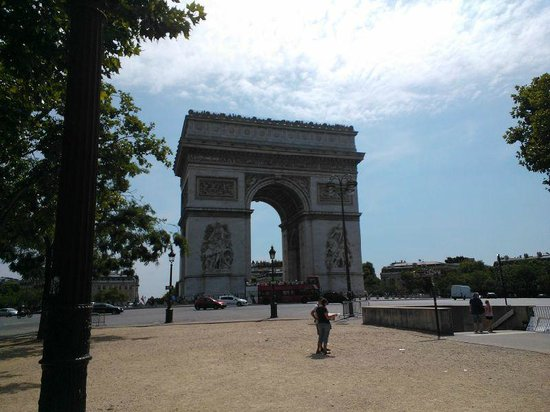 Best Western Star Champs Elysees : Om de hoek staat de Arc de Triomph