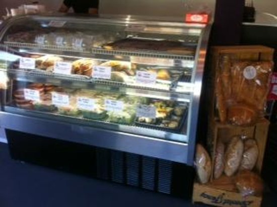 Wine Italiano : Panini & Fresh Salads to-go case