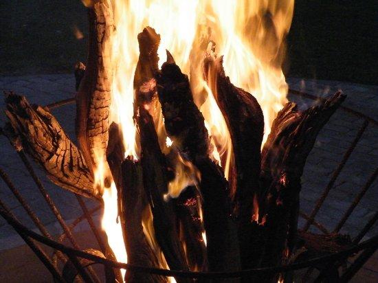 Damara Mopane Lodge: The fire at night