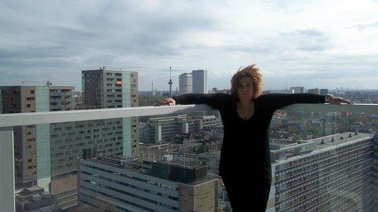 Urban Residences Rotterdam: io con il panorama