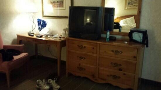 Ohio House Motel: furniture