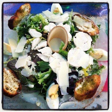 Le Cosy: Salade Caesar Poulet et Toasts au Pesto