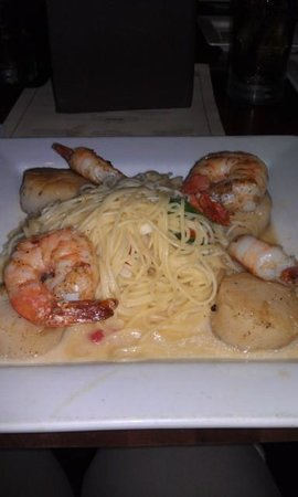 FlameStone American Grill: Jumbo scallops topped with shrimp