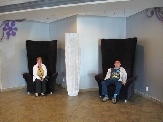 The Tower Hotel: Massive chairs in foyer