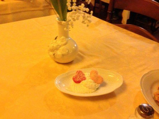 Il Focolare: Fiori e dolcino di San Valentino.