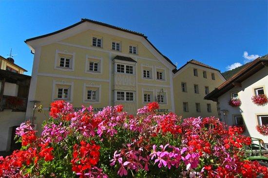 Romantik Hotel Weisses Kreuz: Facciata Hotel