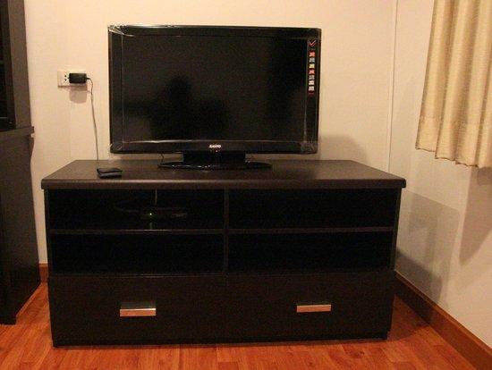 B8 Rooms: TV