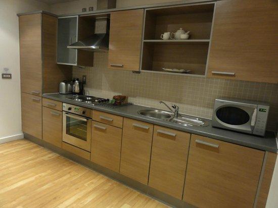Premier Suites Nottingham: Kitchen