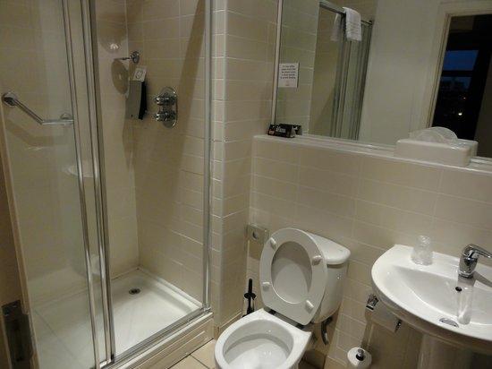 Premier Suites Nottingham: En-Suite bathroom
