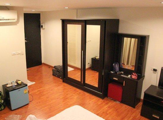 B8 Rooms