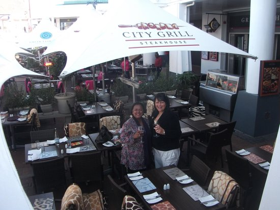 """City Grill: """"Cheers"""""""