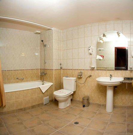 Hotel Plaza Varna: hotel PLAZA's bathroom