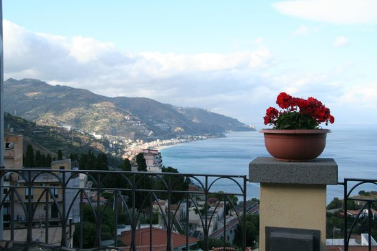Hotel Baia delle Sirene: View from the breakfast terrace