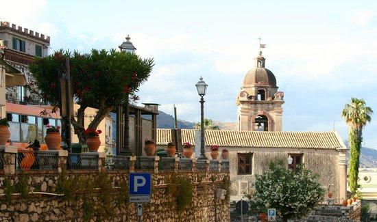 Hotel Baia delle Sirene: Entrance to Township of Taormina
